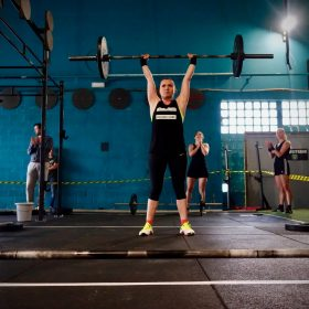 woman lifting olympic barbell
